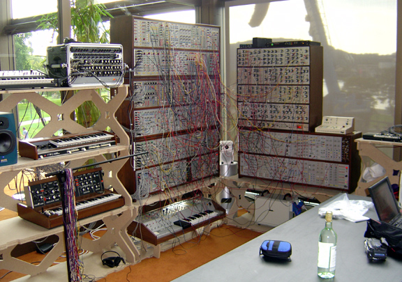 joe 39 s modular synthesizer at ars electronica 2004. Black Bedroom Furniture Sets. Home Design Ideas